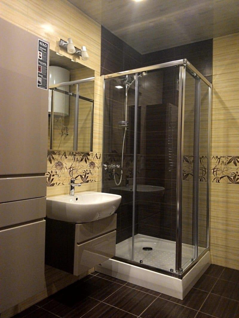 Ванная с прозрачным душем