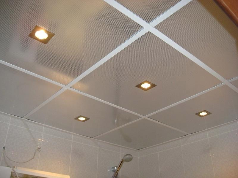 Модульный потолок в ванной комнате